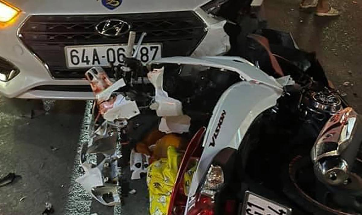 Hiện trường tai nạn khiến Hon tử vong, tối 16/4. Ảnh: Độc giả cung cấp.