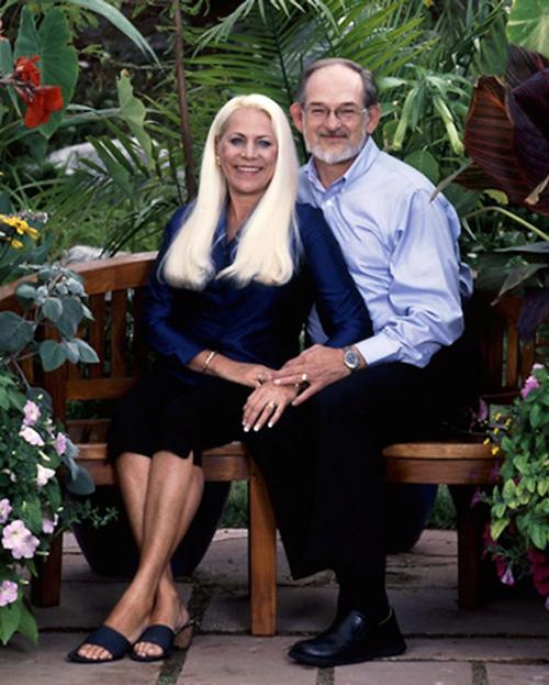 Vợ chồng Nancy Styler (trái) và Trey Styler khi cuộc sống còn yên bình. Ảnh: Post Independent.