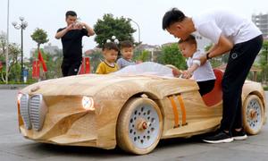 Chàng trai dựng xe BMW từ gỗ