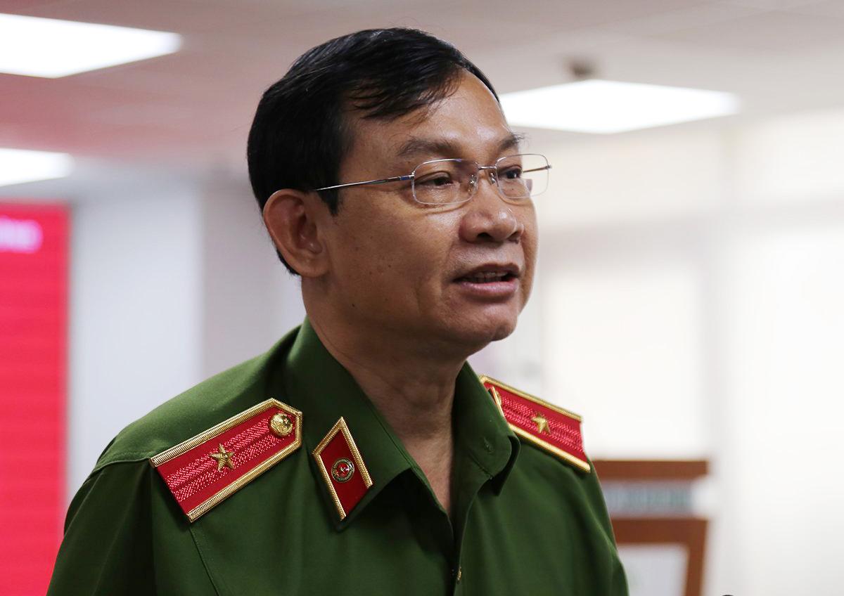 Thiếu tướng Đinh Thanh Nhàn tại buổi họp báo sáng nay. Ảnh: Đình Văn.