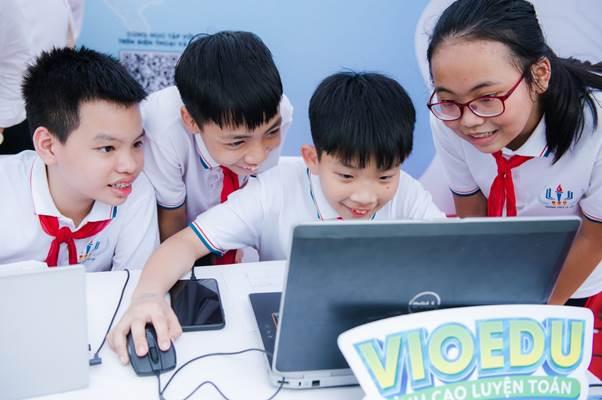 Học sinh hào hứng giải toán như đang tham gia một trò chơi.