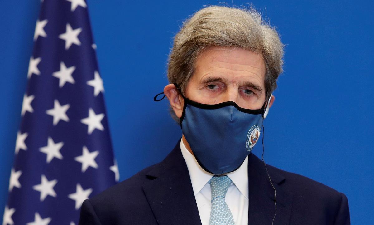 Đặc phái viên Kerry tại một sự kiện về khí hậu ở Pháp hồi tháng 3. Ảnh: Reuters.
