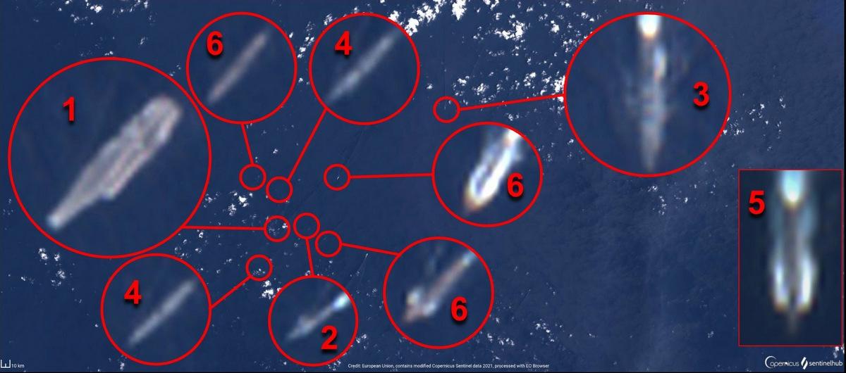 Tàu Trung Quốc (đánh số 1-5) và ba tàu khu trục Mỹ trên Biển Đông hôm 16/4. Ảnh: Twitter/OSINT-1.