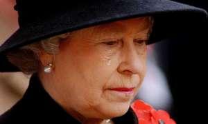 Những lần Nữ hoàng Anh rơi nước mắt
