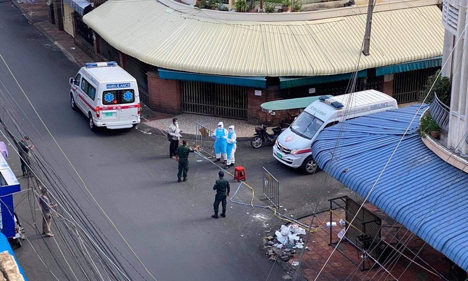 Cảnh sát phong tỏa chợ Orussey, gần khu vực có nhiều tiểu tương người gốc Việt tại Campuchia làm ăn, vào ngày 15/4. Ảnh nhân vật cung cấp.