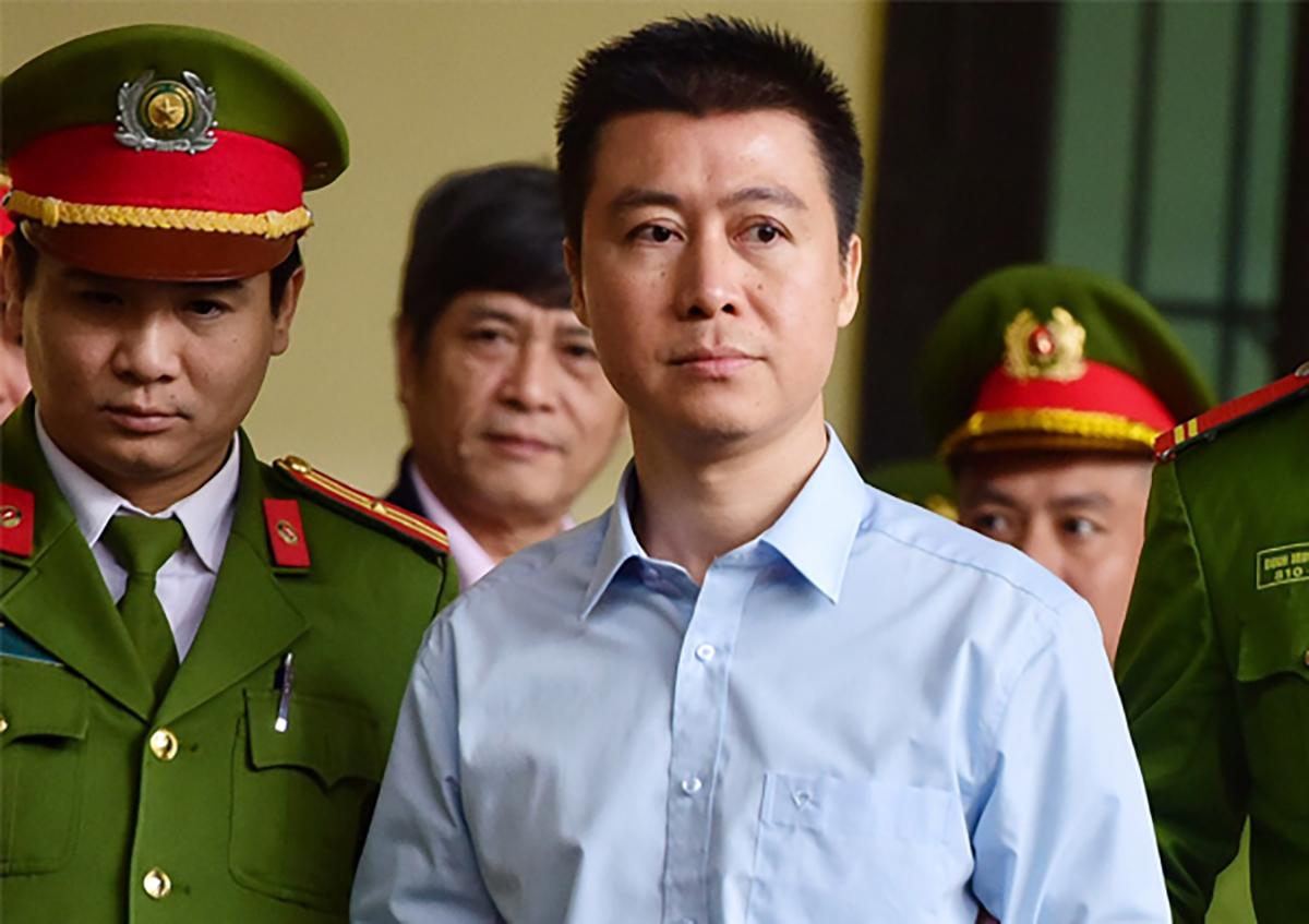 Phan Sào Nam trong phiên tòa ở Phú Thọ, tháng 11/2018. Ảnh: Giang Huy.