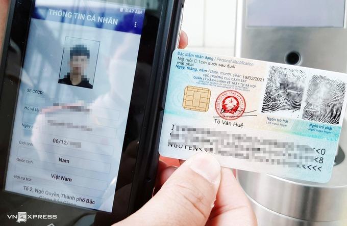 Mẫu thẻ căn cước công dân gắn chip có số định danh cá nhân thể hiện cả mặt trước và mặt sau. Ảnh: Bá Đô