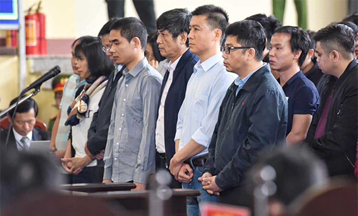 Các bị cáo tại tòa Phú Thọ năm 2018. Ảnh: Giang Huy.