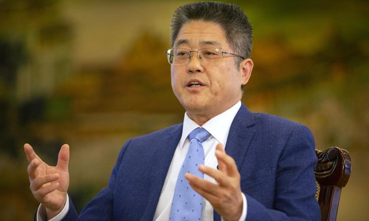 Thứ trưởng Ngoại giao Trung Quốc Lạc Ngọc Thành trả lời phỏng vấn tại Bắc Kinh hôm 16/4. Ảnh: AP.