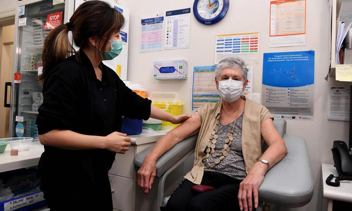 Một điểm tiêm chủng vaccine Covid-19 ở Melbourne, Australia hôm 7/4. Ảnh: AFP.