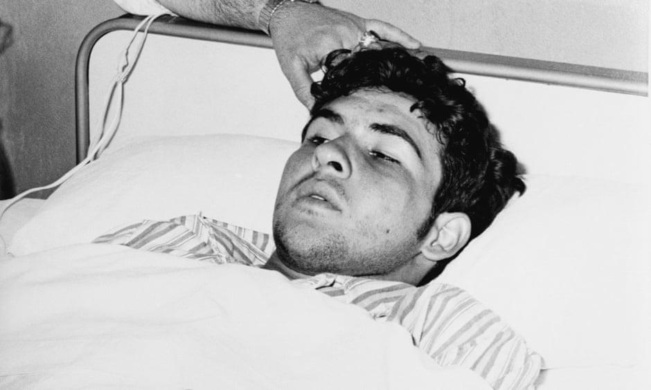 Armando Socarras Ramirez trong bệnh viện ở Madrid, Tây Ban Nha, sau khi trốn vé máy bay từ Cuba, hồi năm 1969. Ảnh: Bettmann Archive.