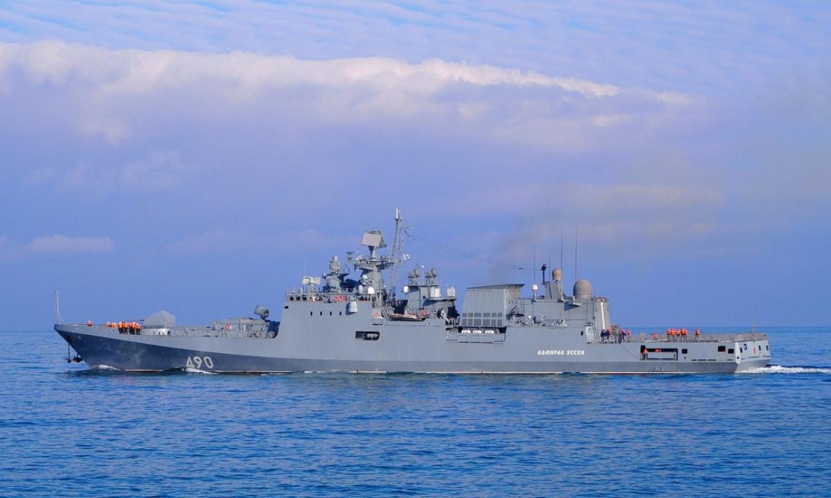 Hộ vệ hạm Đô đốc Essen của hải quân Nga tham gia diễn tập phóng tên lửa trên Biển Đen ngày 9/3. Ảnh: BQP Nga.