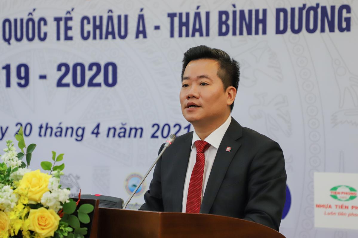 Ông Nguyễn Hoàng Linh chia sẻ thông tin về giải thưởng. Ảnh: Hán Hiển.