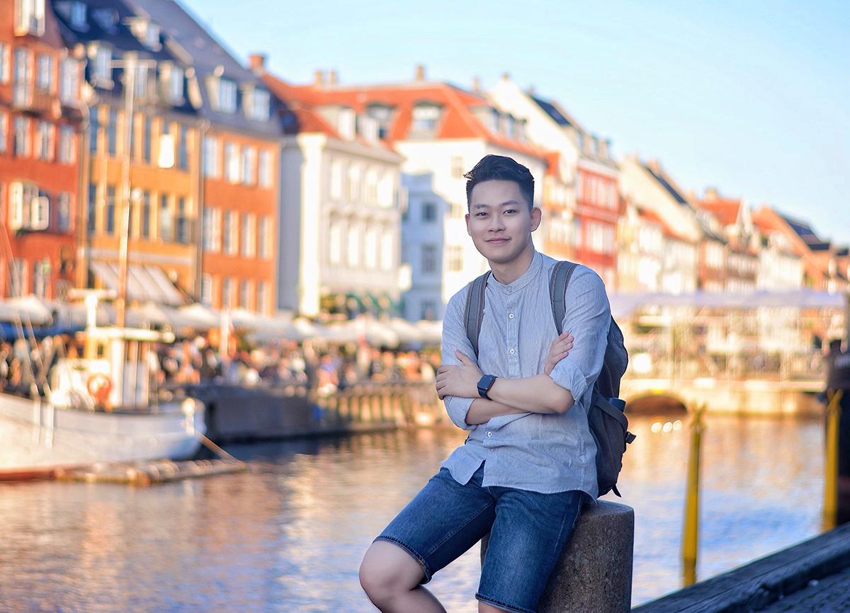 Phan quốc Dũng bên bến cảng Nyhavn tại thủ đô Copenhagen, Đan Mạch. Ảnh: Nhân vật cung cấp.
