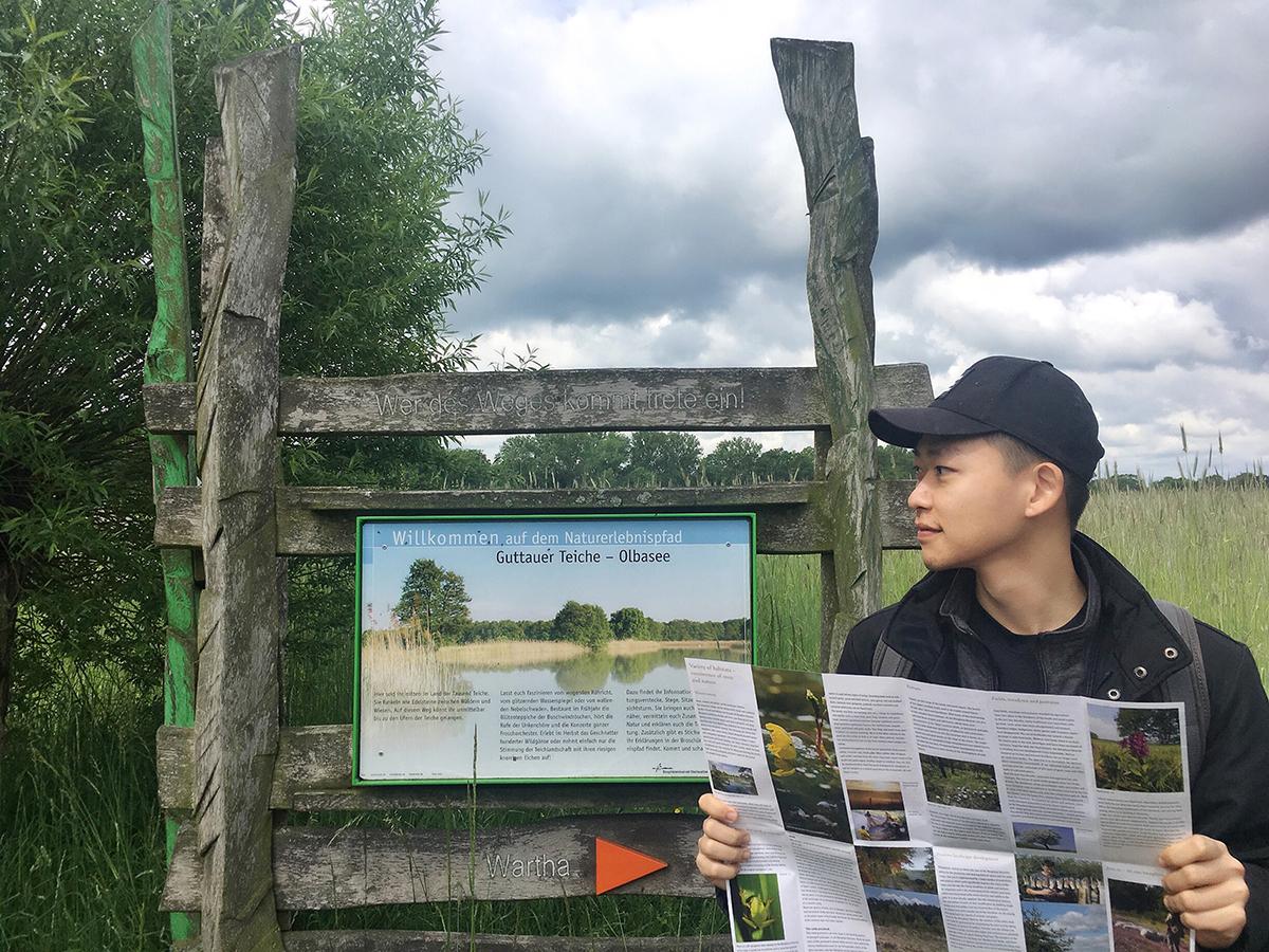Dũng trong chuyến đi thực địa ở một khu bảo tồn thiên nhiên tại Đức. Ảnh: Nhân vật cung cấp.