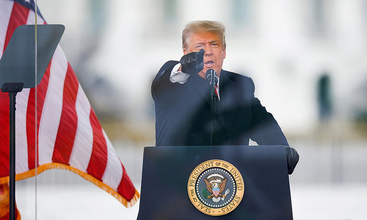 Ông Donald Trump phát biểu trước người biểu tình Mỹ vào ngày 6/1, cáo buộc bầu cử năm 2020 xảy ra gian lận. Ảnh: Reuters.
