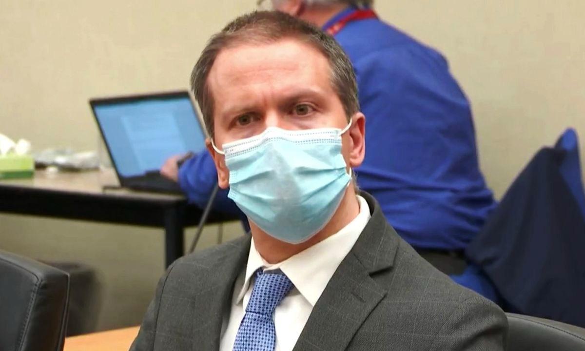 Derek Chauvin trong phiên tòa hôm 20/4. Ảnh: Reuters