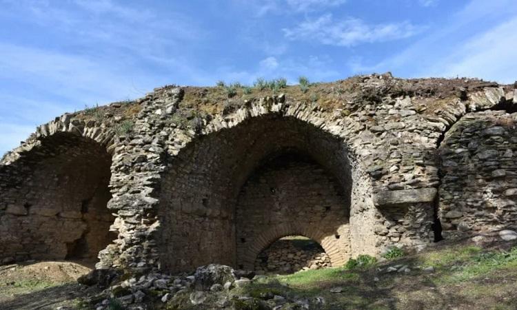 Những bức tường của đấu trường cổ đại ở Mastaura. Ảnh: Mehmet Umut Tuncer.