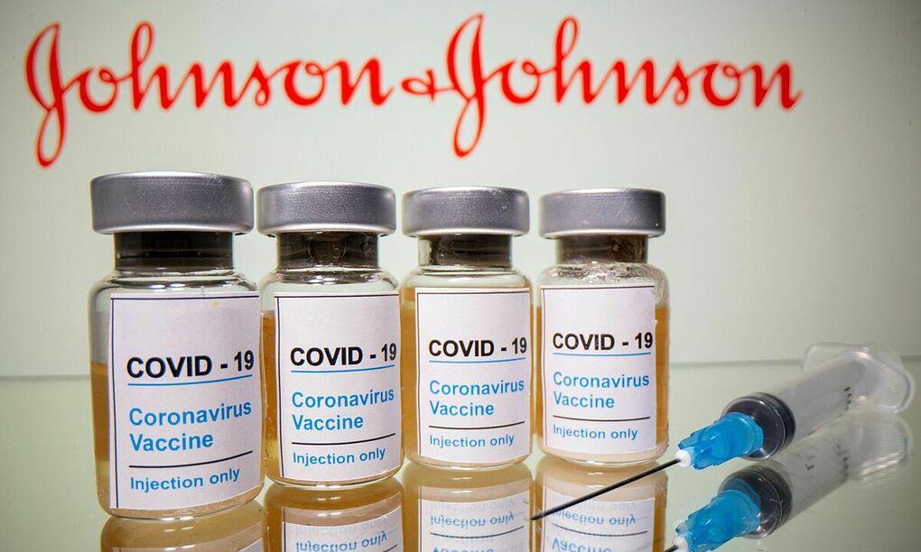 Các lọ vaccine Johnson & Johnson. Ảnh: Reuters.