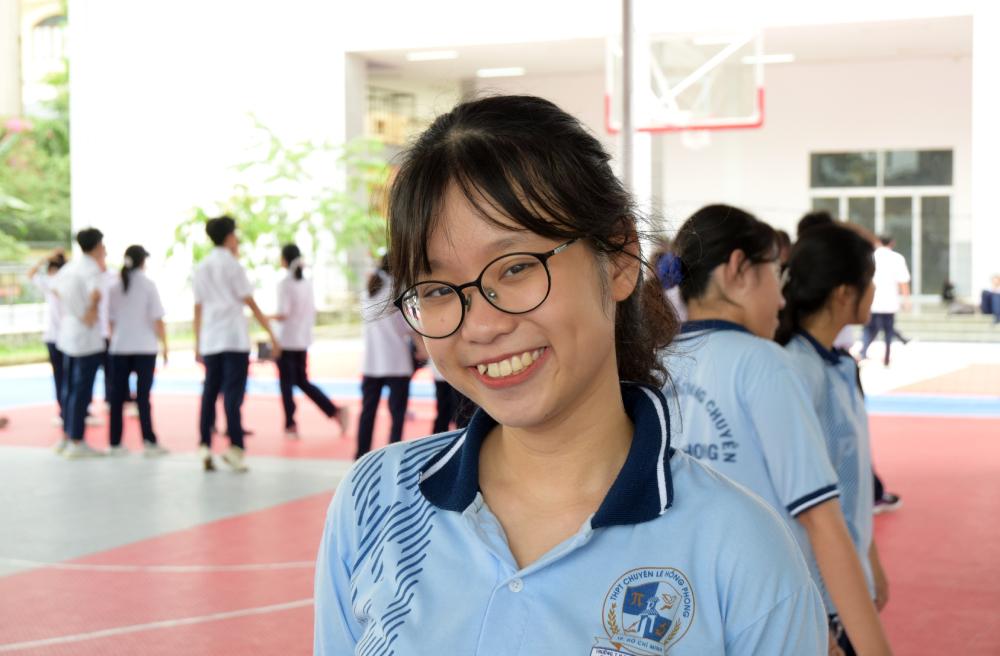 Cẩm Nhiên trong một tiết thể dục tại trường THPT chuyên Lê Hồng Phong. Ảnh: Nhân vật cung cấp.