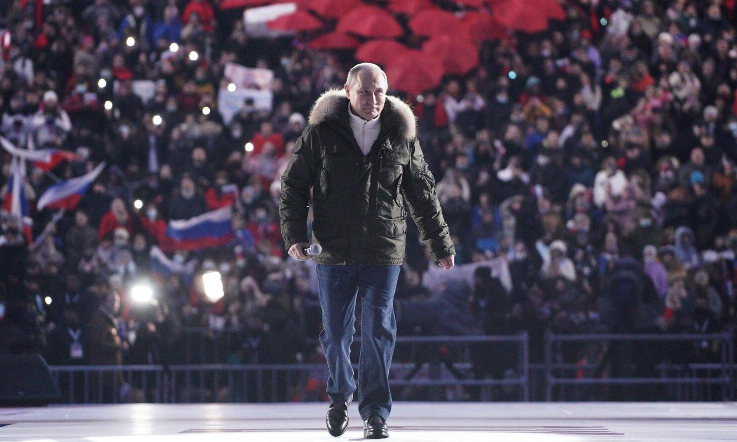 Tổng thống Nga Vladimir Putin tại sự kiện kỷ niệm ngày sáp nhập bán đảo Crimea ở sân vận động Luzhniki, Moskva, hôm 18/3. Ảnh: TASS.