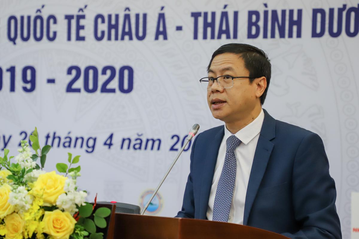 Thứ trưởng Lê Xuân Định nói về các tiêu chí Giải thưởng chất lượng Quốc gia. Ảnh: Hán Hiển.