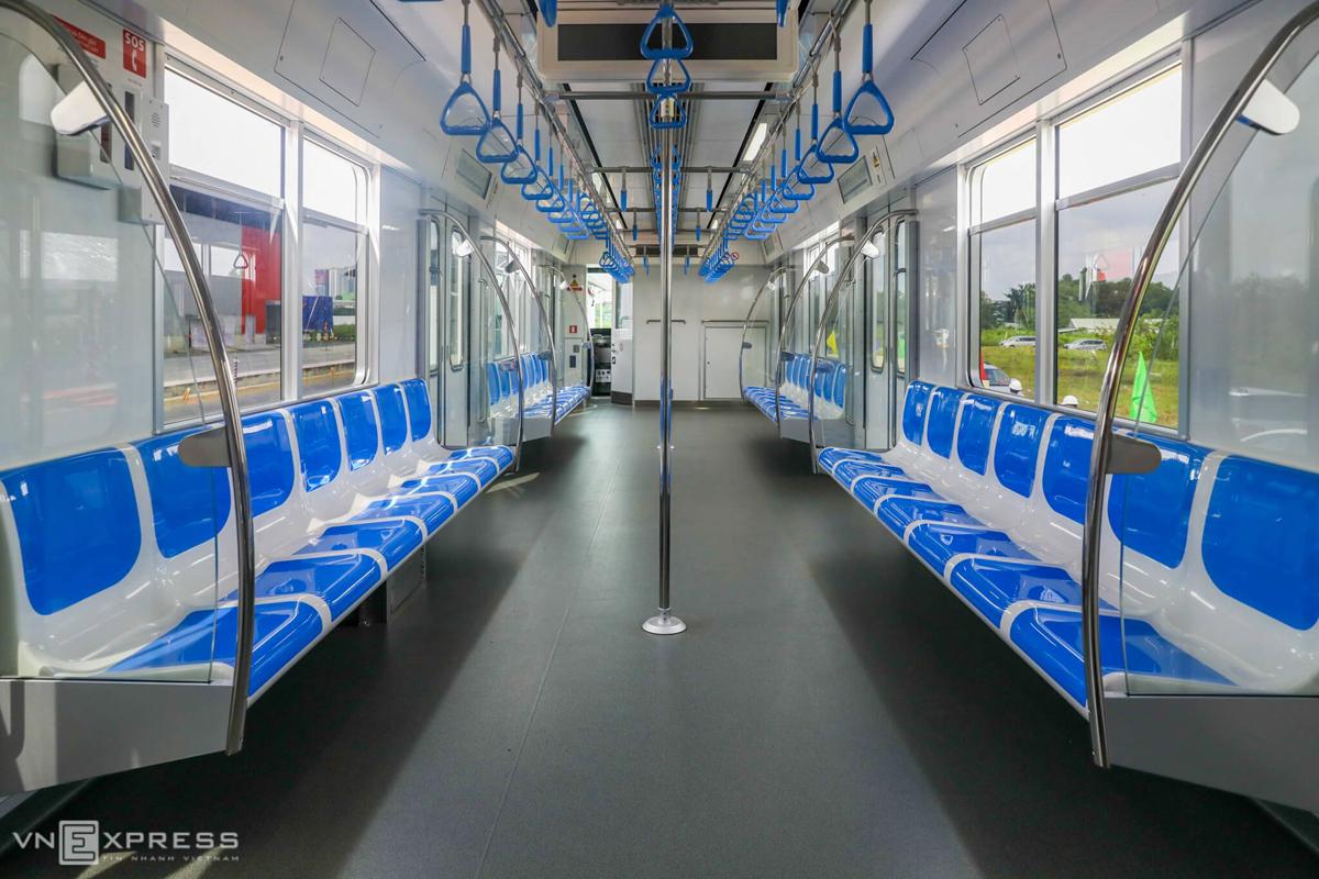 Nội thất bên trong tàu Metro Số 1. Ảnh: Quỳnh Trần.