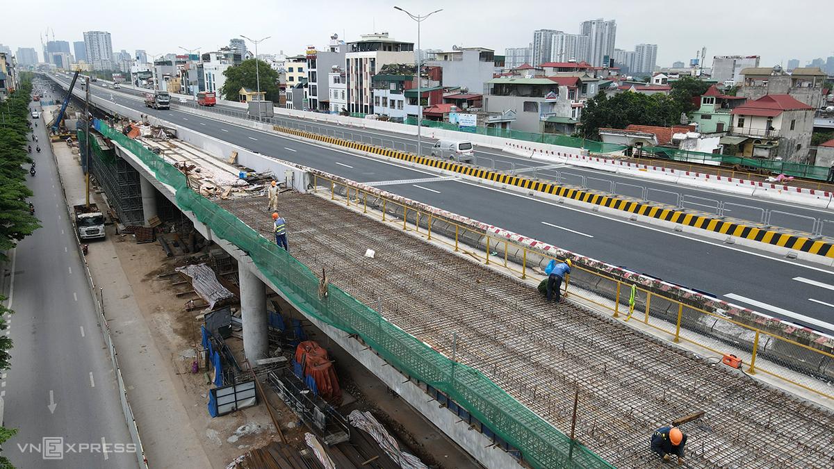 Đóng cầu cạn Mai Dịch-cầu Thăng Long trong 3 ngày