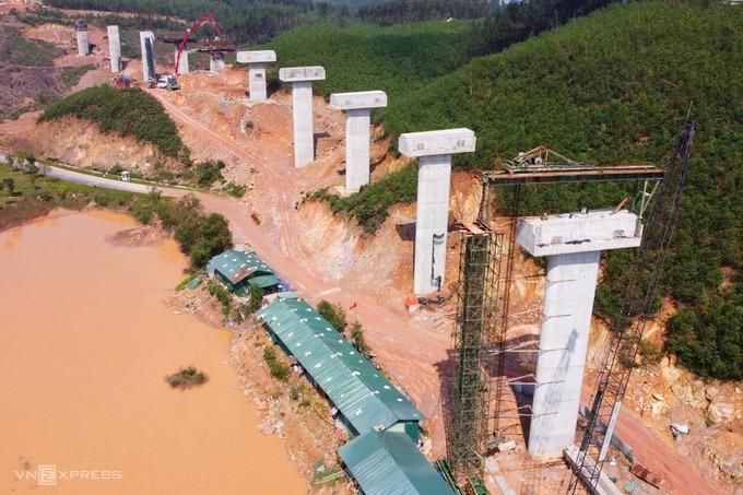 Công trường cao tốc Bắc Nam đoạn Cam Lộ - La Sơn (Quảng Trị - Thừa Thiên Huế). Ảnh:Võ Thạnh