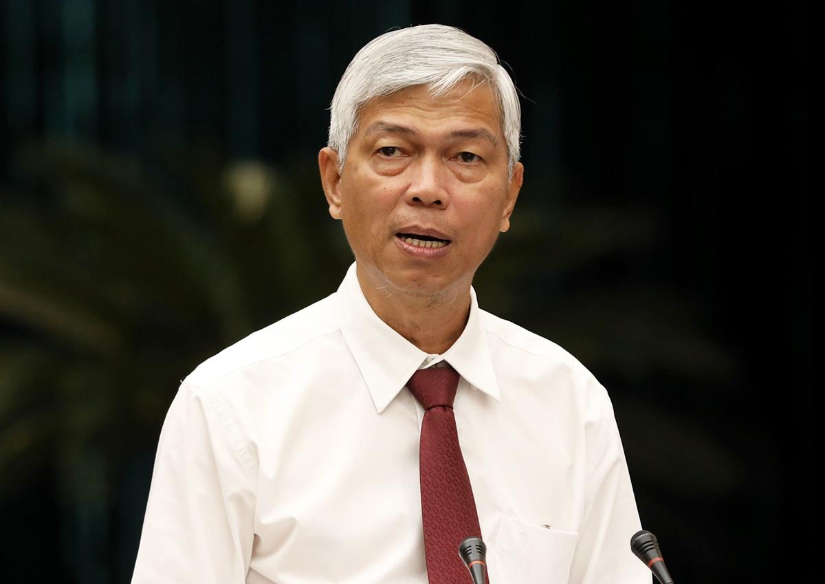 Phó chủ tịch UBND TP HCM Võ Văn Hoan trình bày tờ trình về hệ số điều chỉnh giá đất sáng 22/4. Ảnh: Quỳnh Trần.