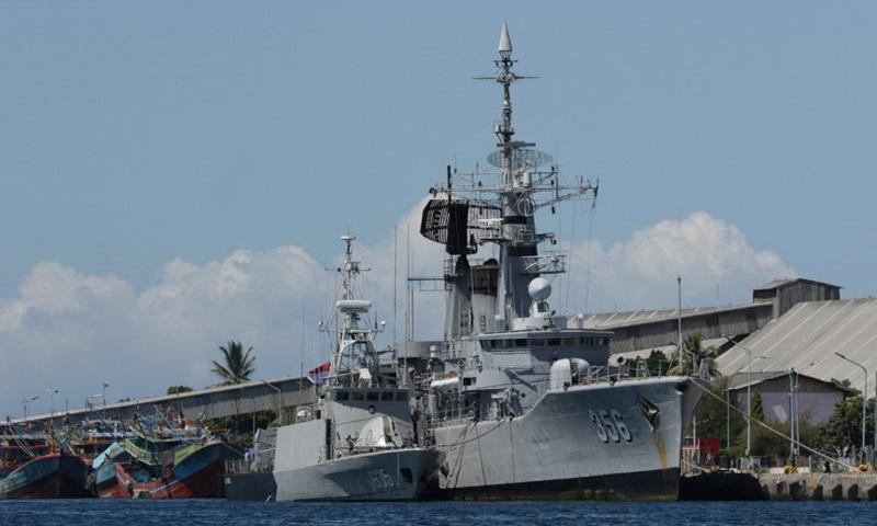 Các tàu hải quân Indonesia đến căn cứ hải quân ở Banyuwangi hôm nay để tham gia tìm kiếm tàu ngầm KRI Nanggala mất tích ngoài khơi bờ biển Bali với 53 người. Ảnh: AFP.