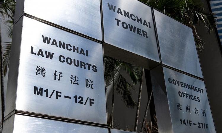 Bên ngoài tòa án quận Wanchai, Hong Kong. Ảnh: SCMP.