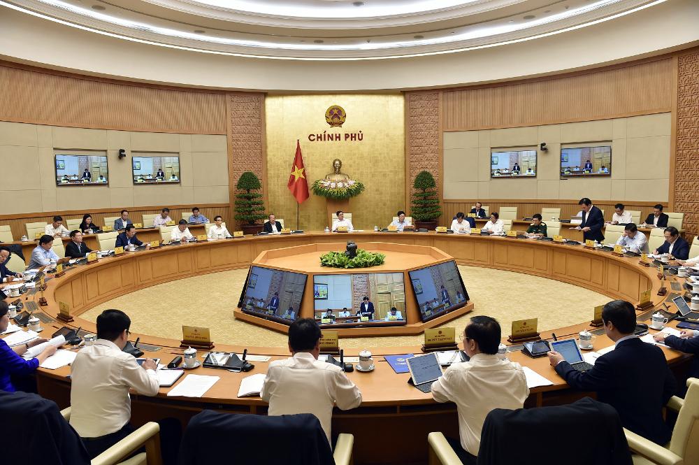 Phiên họp Chính phủ đầu tiên sau khi kiện toàn, ngày 15/4. Ảnh: Nhật Bắc