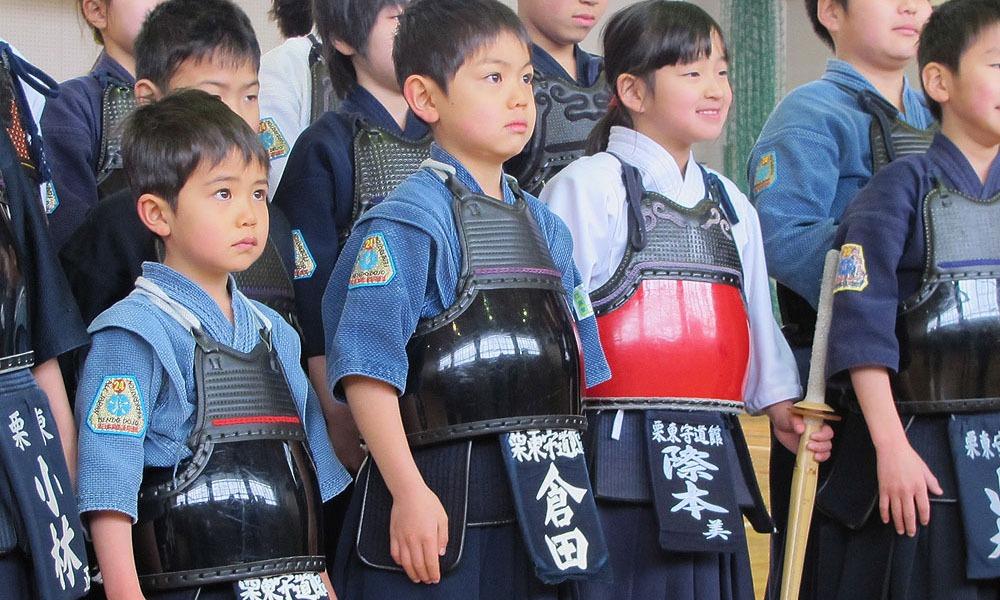 Đấu kiếm là môn thể thao được giảng dạy trong nhiều trường phổ thông Nhật Bản. Ảnh: Tozando.