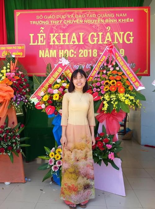 Tốt nghiệp đại học, Dương về lại trường cũ, THPT Chuyên Nguyễn Bỉnh Khiêm, giảng dạy vài năm. Ảnh: NVCC.
