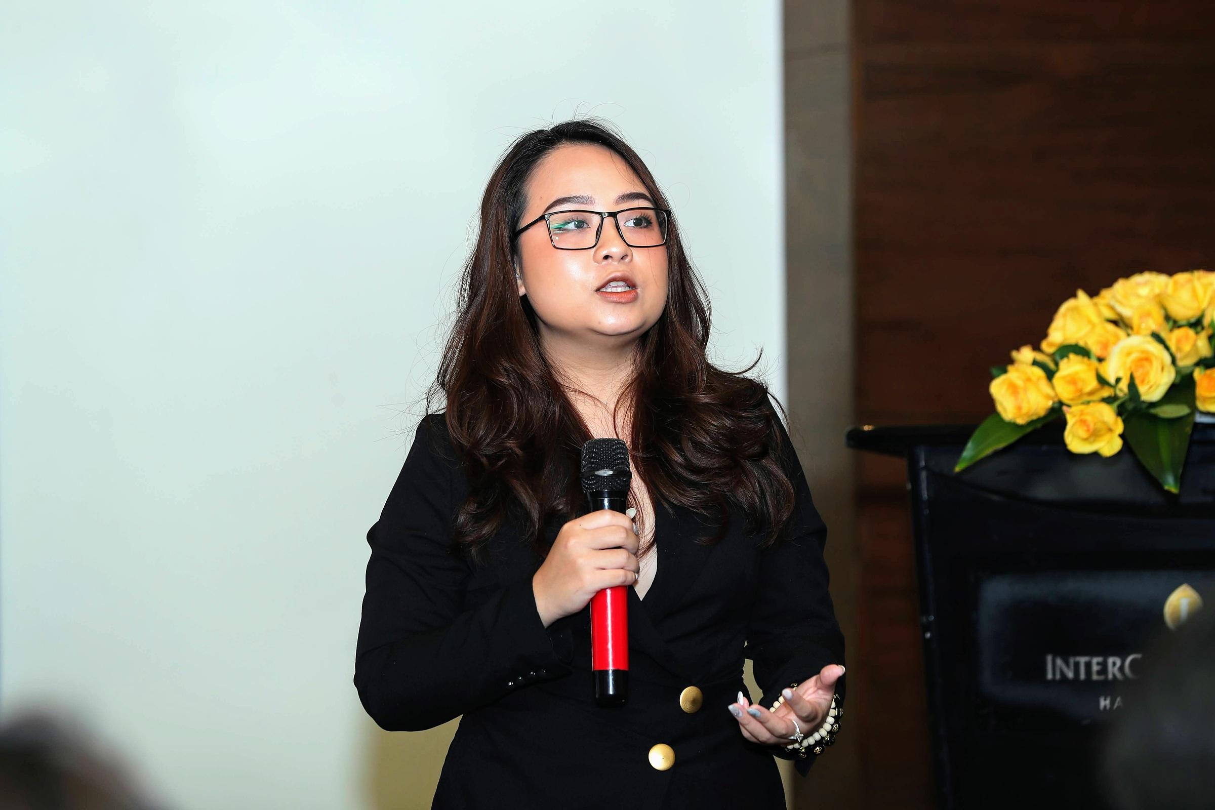 Nguyễn Ngọc Tú Uyên - Diễn giả xếp hạng 18 trong Giải vô địch tranh luận châu Á 2017. Ảnh: Phạm Chiểu.