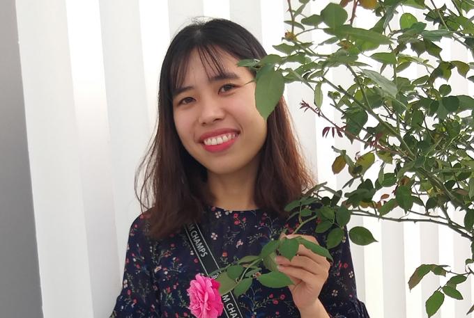 Thùy Dương tốt nghiệp ĐH Sư phạm TP HCM và hiện là giáo viên tiếng Anh tại Quảng Nam. Ảnh: NVCC.