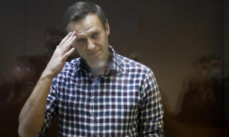 Nhà hoạt động đối lập Nga Alexei Navalny tại phiên tòa ở Moskva hôm 20/2. Ảnh: AP.
