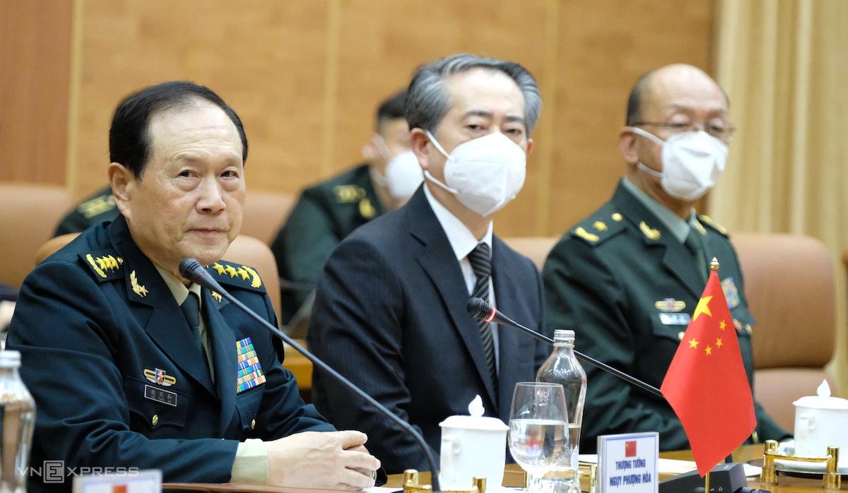 Thượng tướng Ngụy Phượng Hòa, Ủy viên Quốc vụ, Bộ trưởng Quốc phòng Trung Quốc (đầu tiên bên trái) tại Hội đàm chiều 25/4. Ảnh: Hoàng Thùy