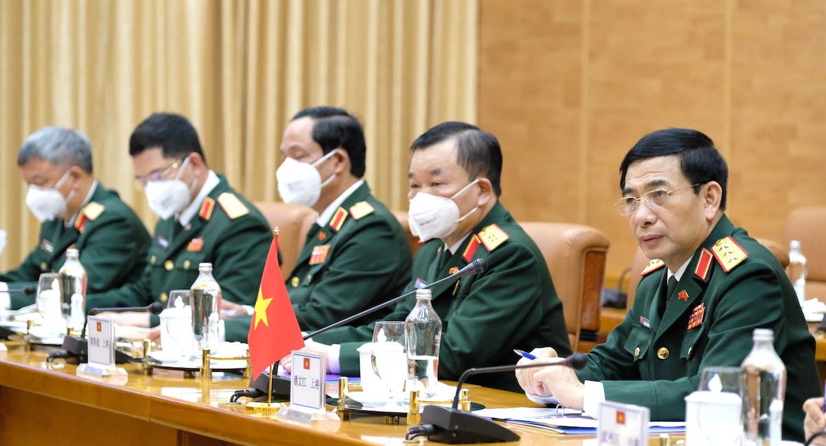 Bộ trưởng Quốc phòng Việt Nam, Thượng tướng Phan Văn Giang (ngoài cùng bên phải) cùng đoàn đại biểu Quân sự cấp cao Việt Nam tại Hội đàm. Ảnh: Hoàng Thùy