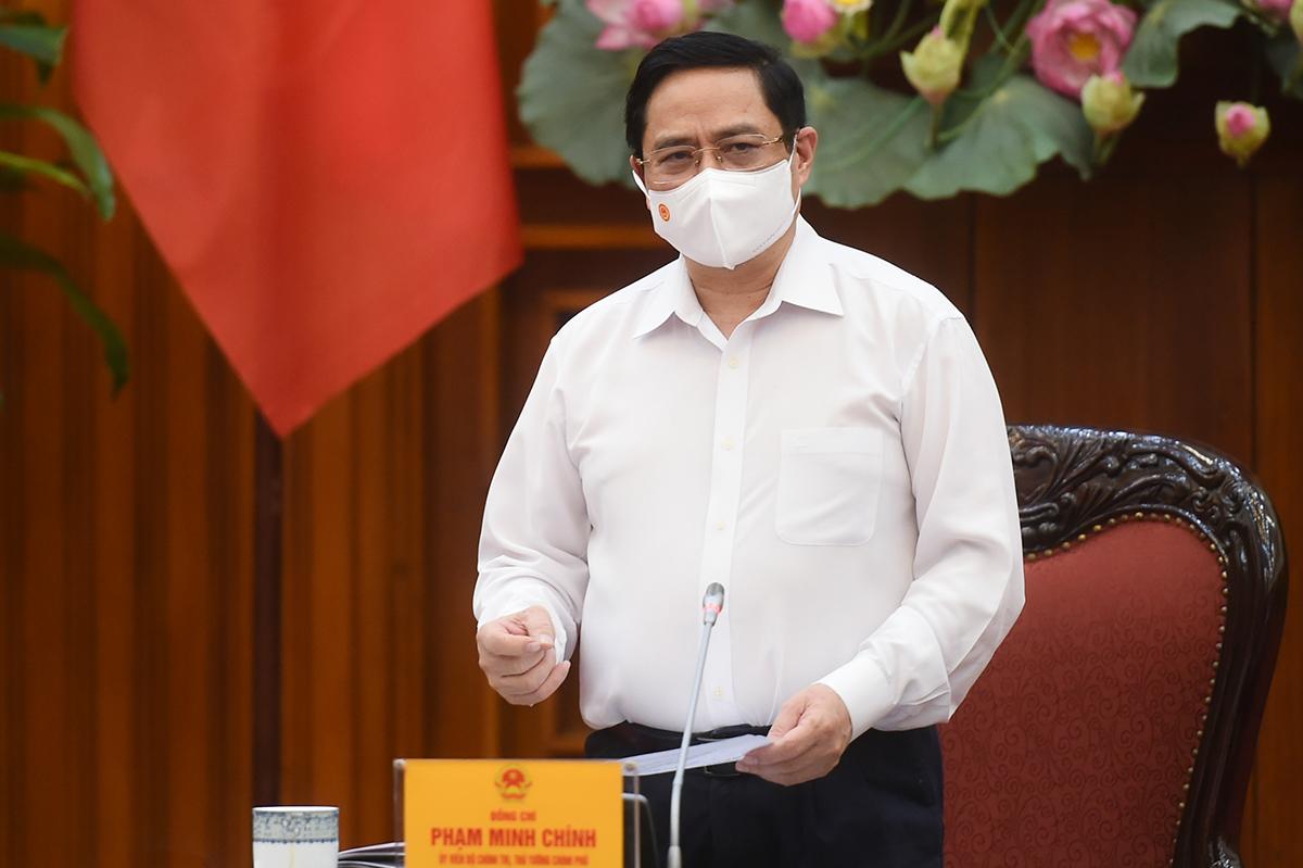 Thủ tướng Phạm Minh Chính chủ trì họp Thường trực Chính phủ về phòng chống Covid-19, sáng 26/4. Ảnh: VGP