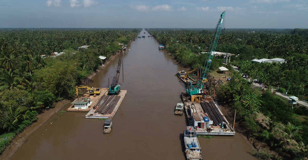 Kênh Nguyễn Tấn Thành dài 19 km, rộng 65 m qua Châu Thành, Tân Phước (Tiền Giang) đang được đề xuất đóng đập hai đầu làm hồ trữ nước vào mùa khô. Ảnh: Minh Thành
