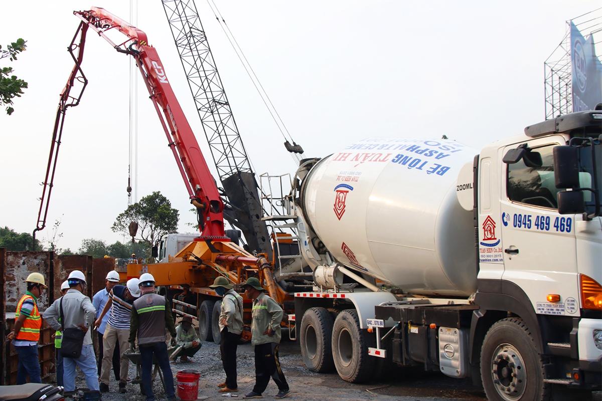 Công nhân thi công tại dự án cầu Mỹ Thuận 2. Ảnh: Hoàng Nam