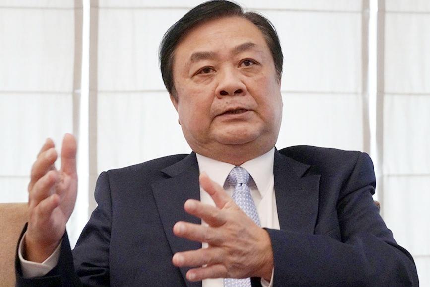 Thứ trưởng Lê Minh Hoan trả lời VnExpress. Ảnh: Hoàng Nam