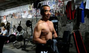 Phòng tập gym tự chế cho người cao tuổi