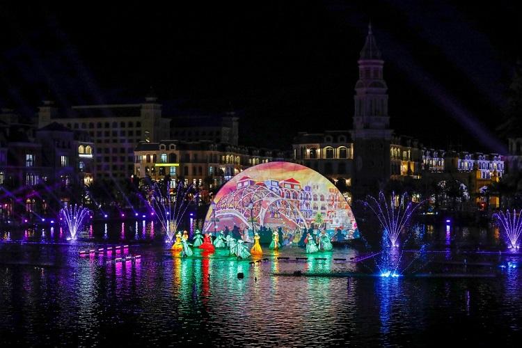 Sắc màu Venice Hội Kỷ lục gia Việt Nam công nhận là Show diễn nghệ thuật thực cảnh đa phương tiện trên mặt nước lớn nhất Việt Nam lấy cảm hứng từ tinh hoa văn hóa Châu Âu.