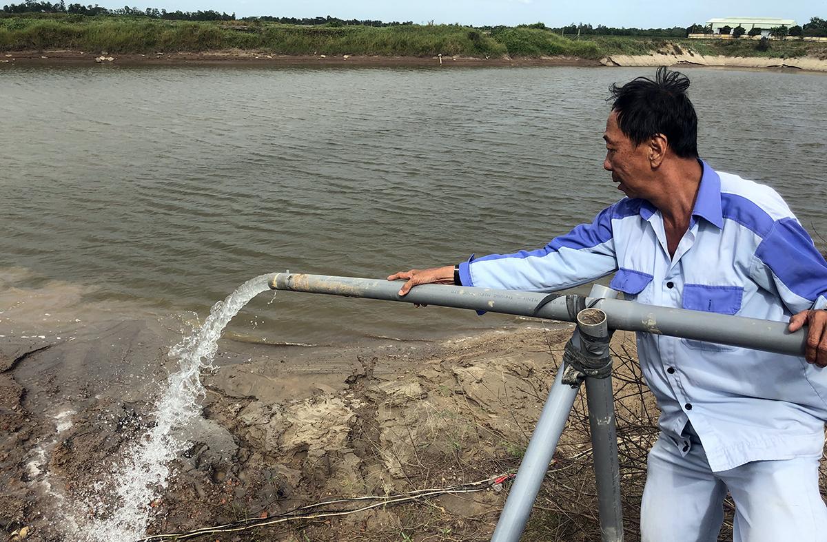Khoan giếng tìm nguồn nước ngọt xử lý phục vụ người dân tại Sóc Trăng. Ảnh: Cửu Long
