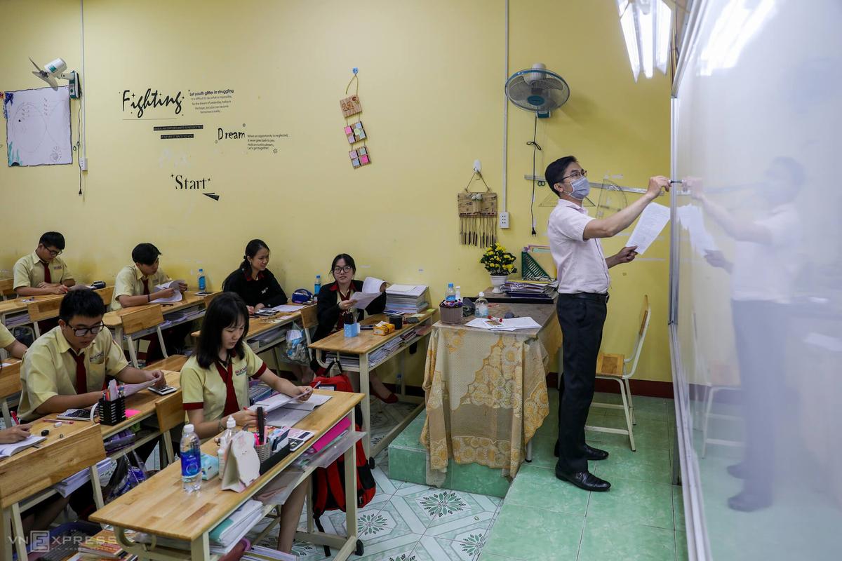 Học sinh trường THPT tư thục Thành Nhân (quận Tân Phú) trong một tiết học năm 2020. Ảnh: Quỳnh Trần.