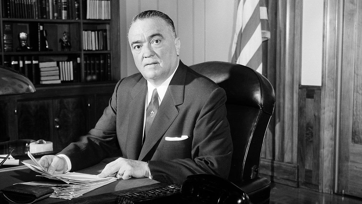 Giám đốc FBI J. Edgar Hoover tại văn phòng Washington ngày 20/5/1963. Ảnh: AP.