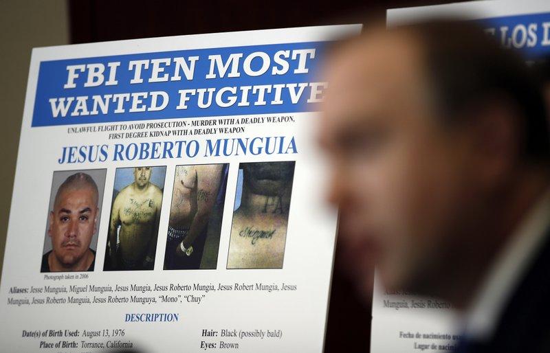 Aaron Rouse, đặc vụ FBI phụ trách văn phòng Las Vegas, trong buổi họp báo công bố thêm Jesus Roberto Munguia vào danh sách tội phạm bị truy nã gay gắt nhất vào tháng 11/2017. Ảnh: AP.